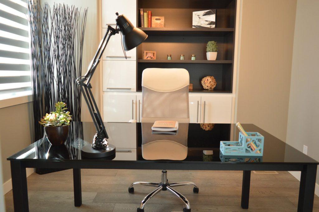 עיצוב מינימליסטי של משרד