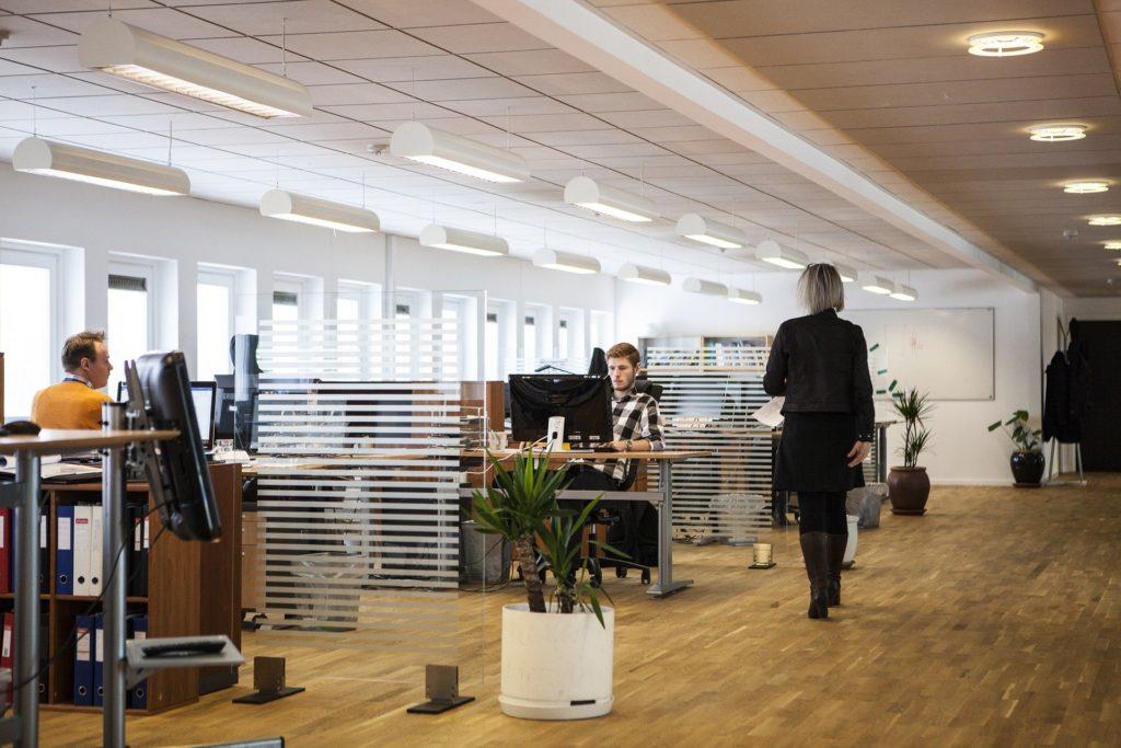 עיצוב משרד - עמדות עבודה